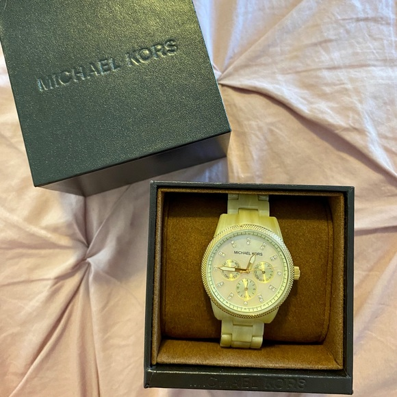 Excellent Condition Michael Kors Pearl Watch